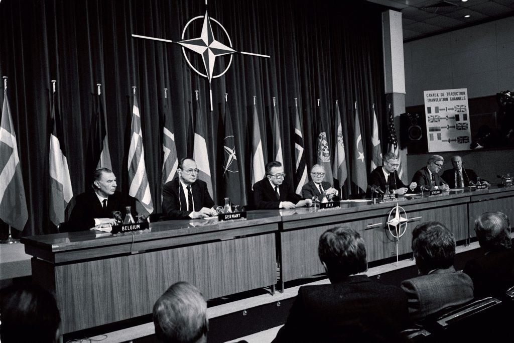 """O preço do """"outsourcing"""" da defesa europeia"""